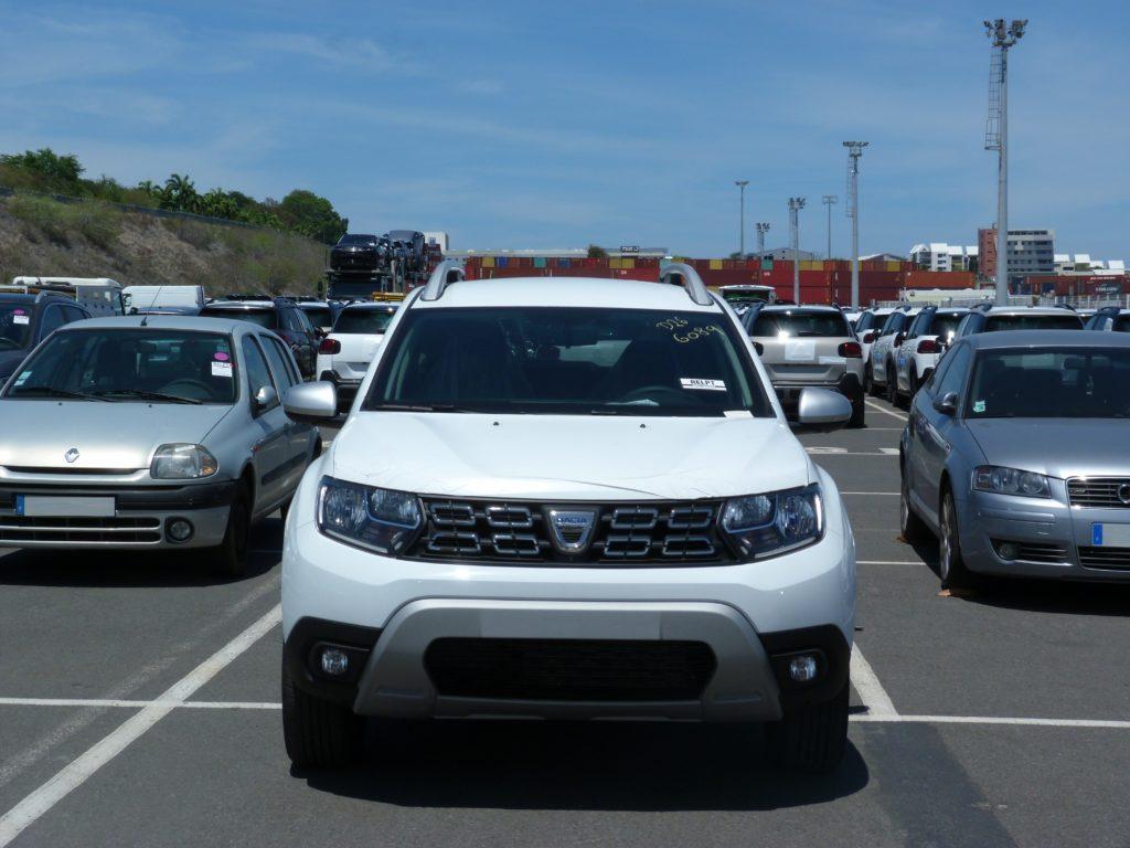 Dacia Duster livrée à la Réunion par e-runcars
