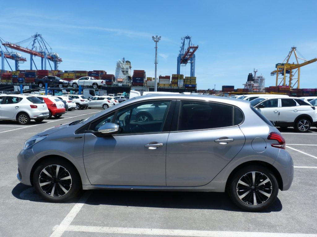 Peugeot 208 Signature livrée à la Réunion par e-runc@rs