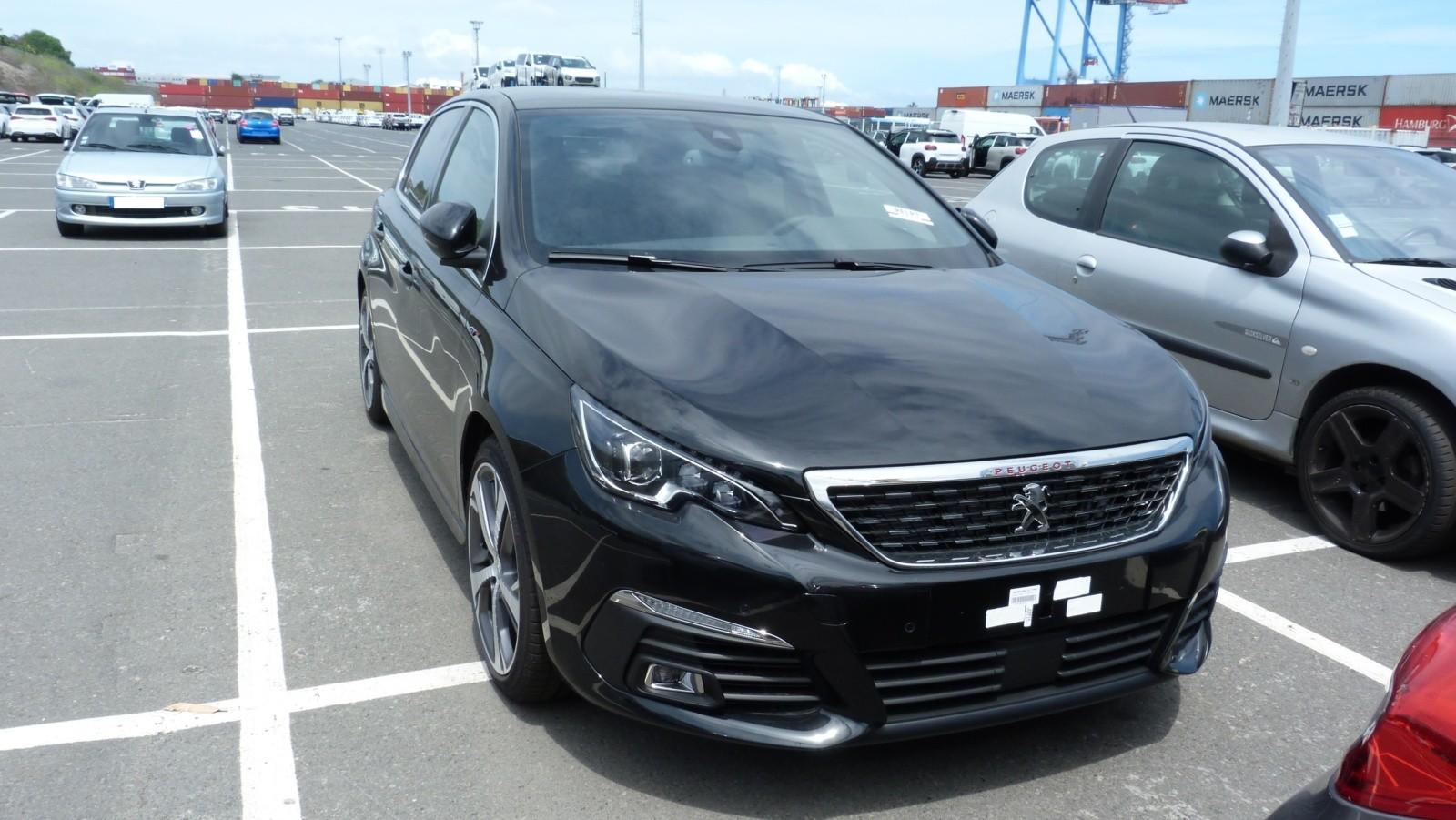 Peugeot 308 livrée à la Réunion au meilleur prix avec e-runcars