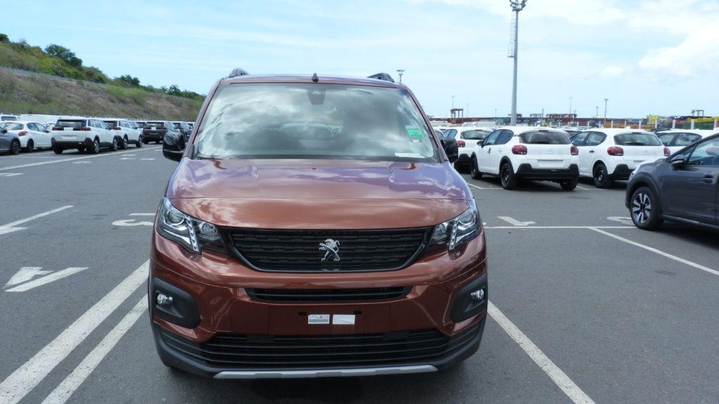 Peugeot Rifter livré au meilleur prix  à la Réunion par e-runcars