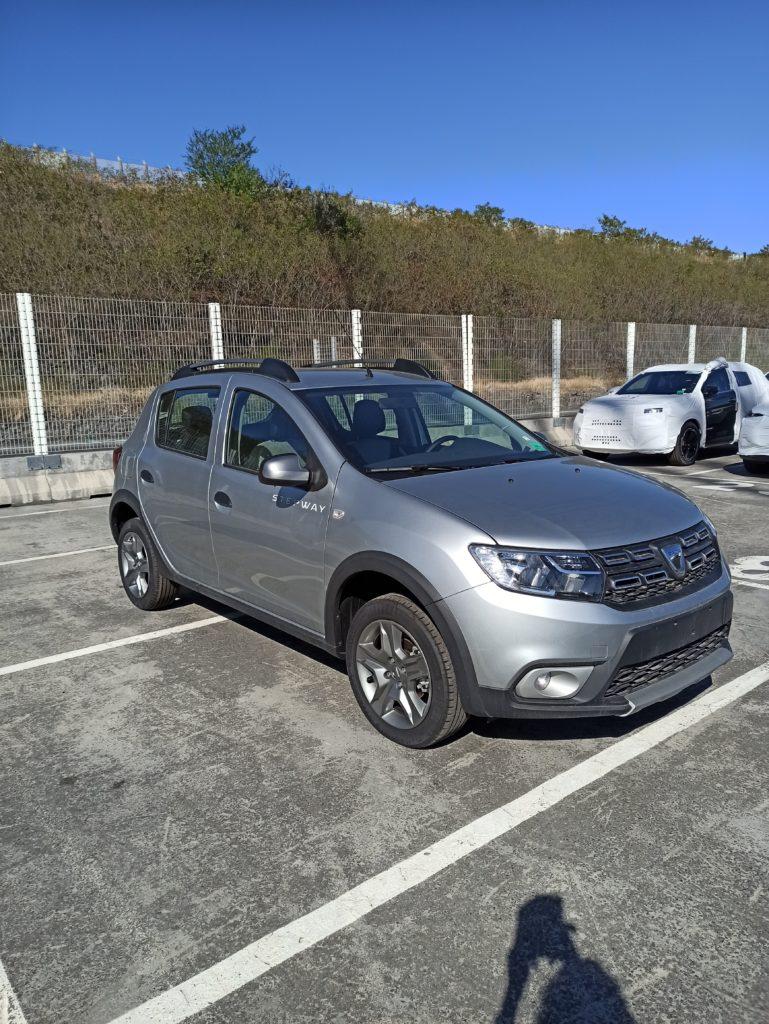 Dacia Réunion livrée par e-runc@rs
